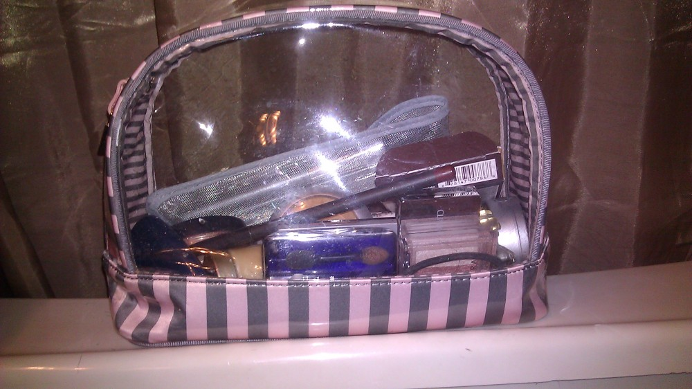 Tag: What's in my make-up bag?? (1/6)